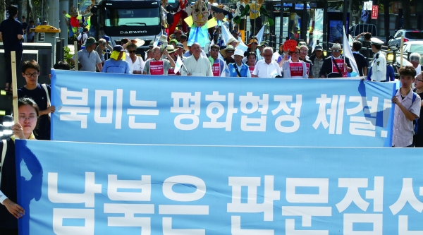 판문점 선언 이행과 종전선언 촉구 배경에는 북한의 주한미군 철수 요구가 숨어있다. / 연합
