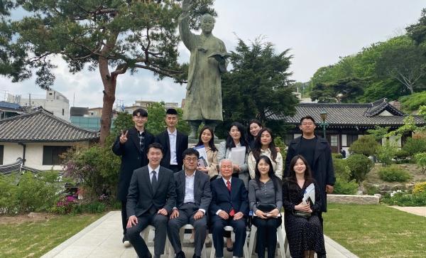 2020년 5월 2일 이호 목사와 청년한국 아카데미 학생들이 이화장을 방문했다.